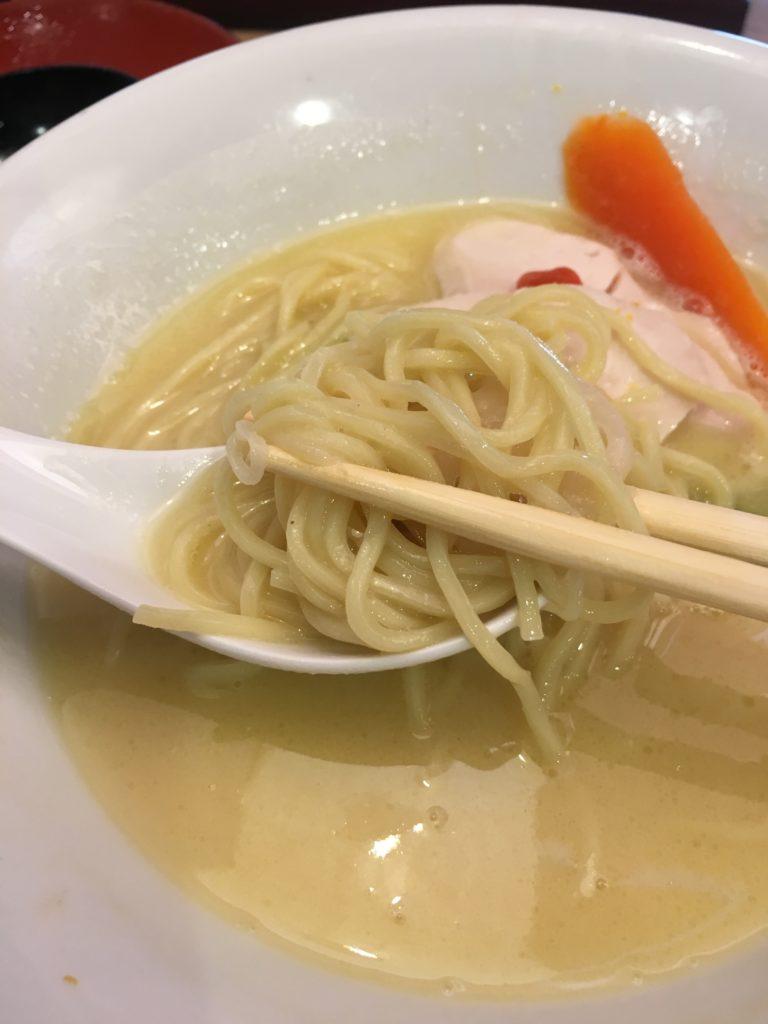 鶏白湯そばのアップ写真