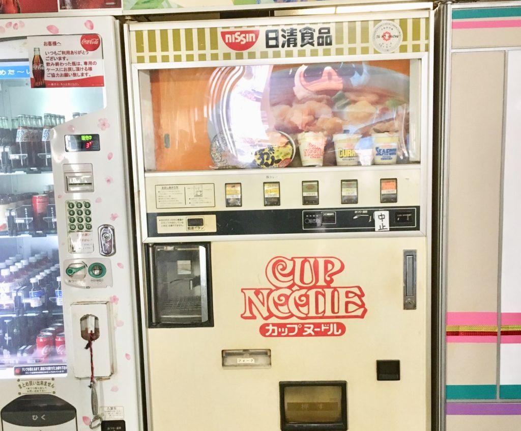 カップヌードルの食品自販機