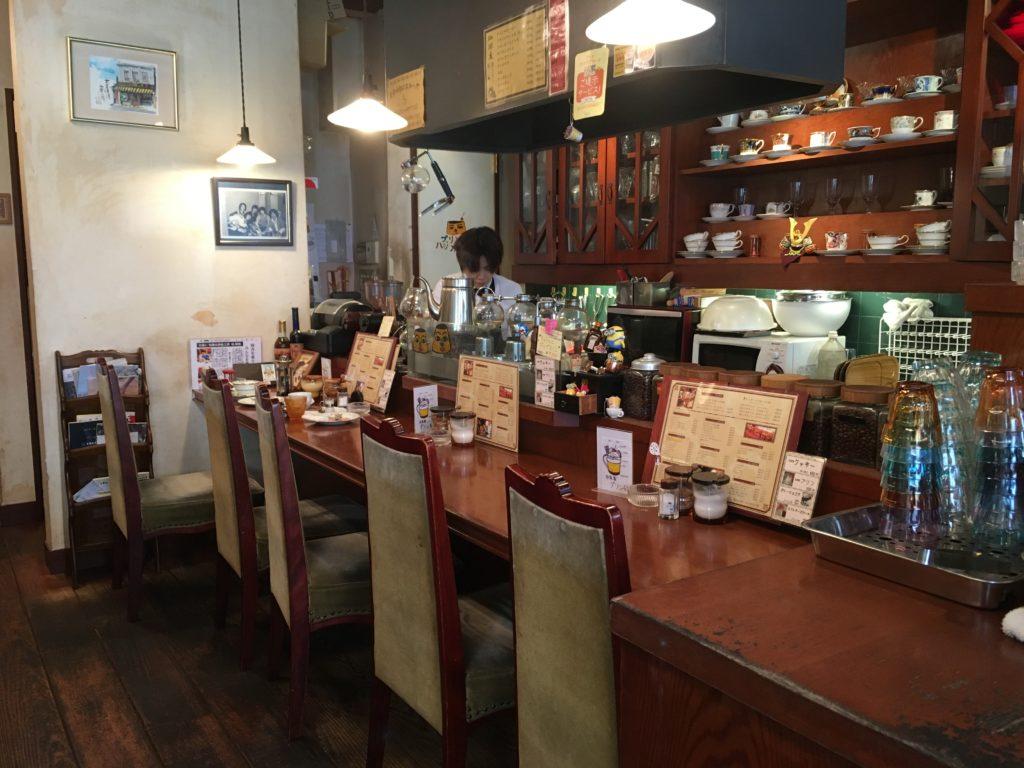 シマノコーヒー大正館のカウンター席