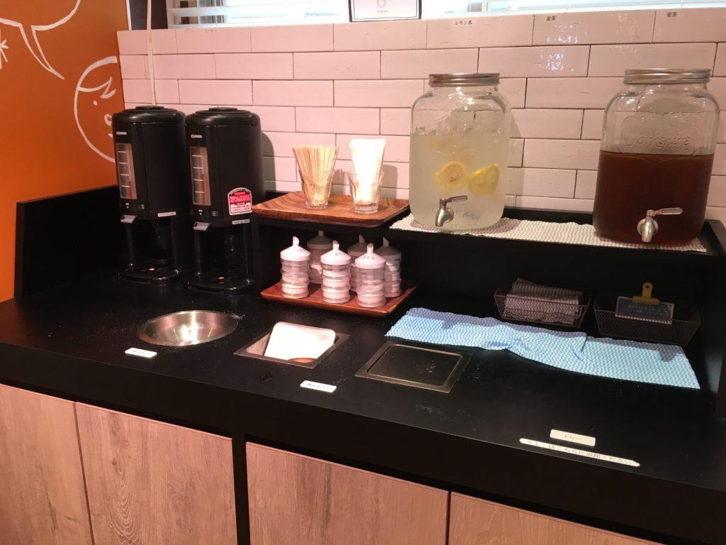 コーヒーとお水のセルフコーナー
