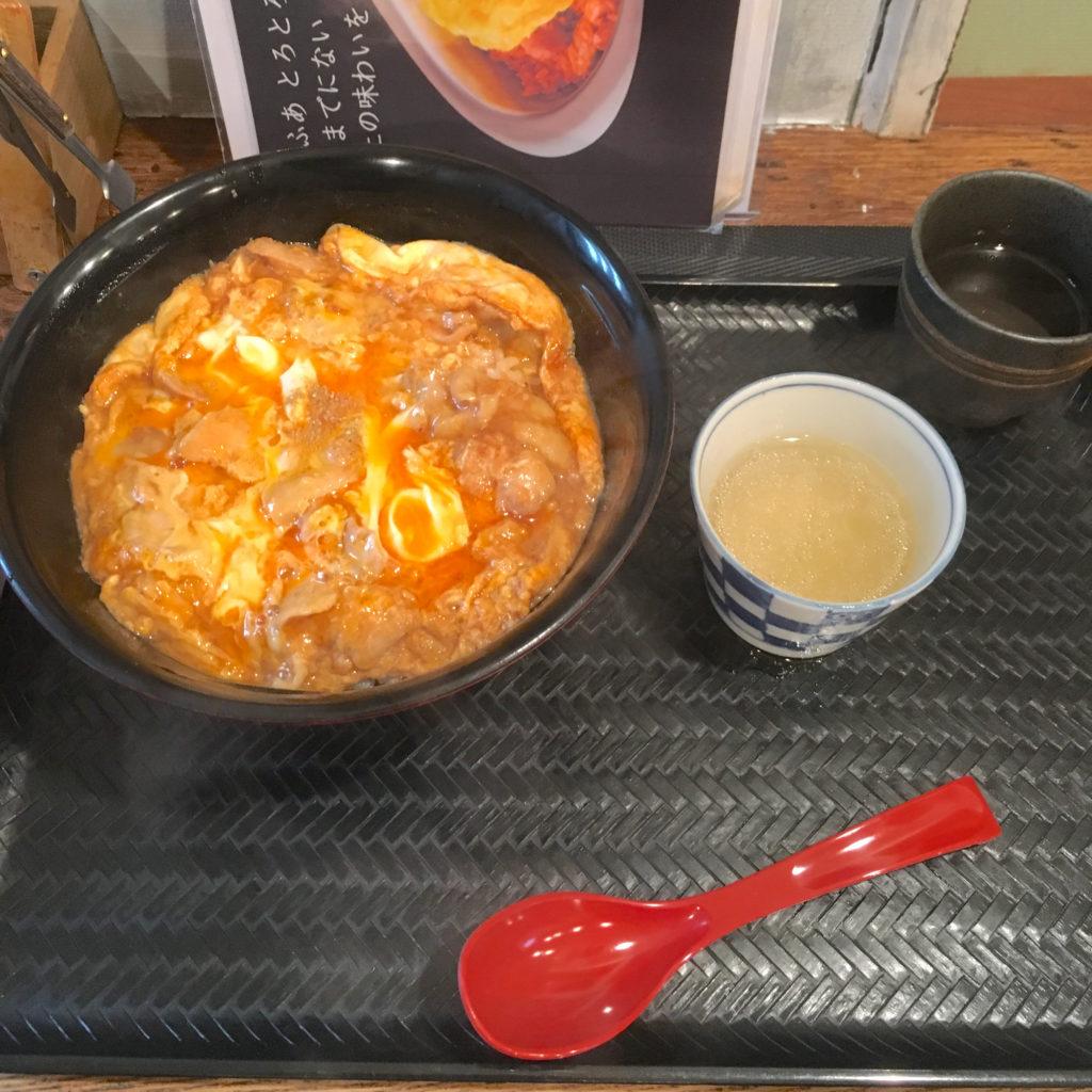 小江戸オハナの名物「親子丼」