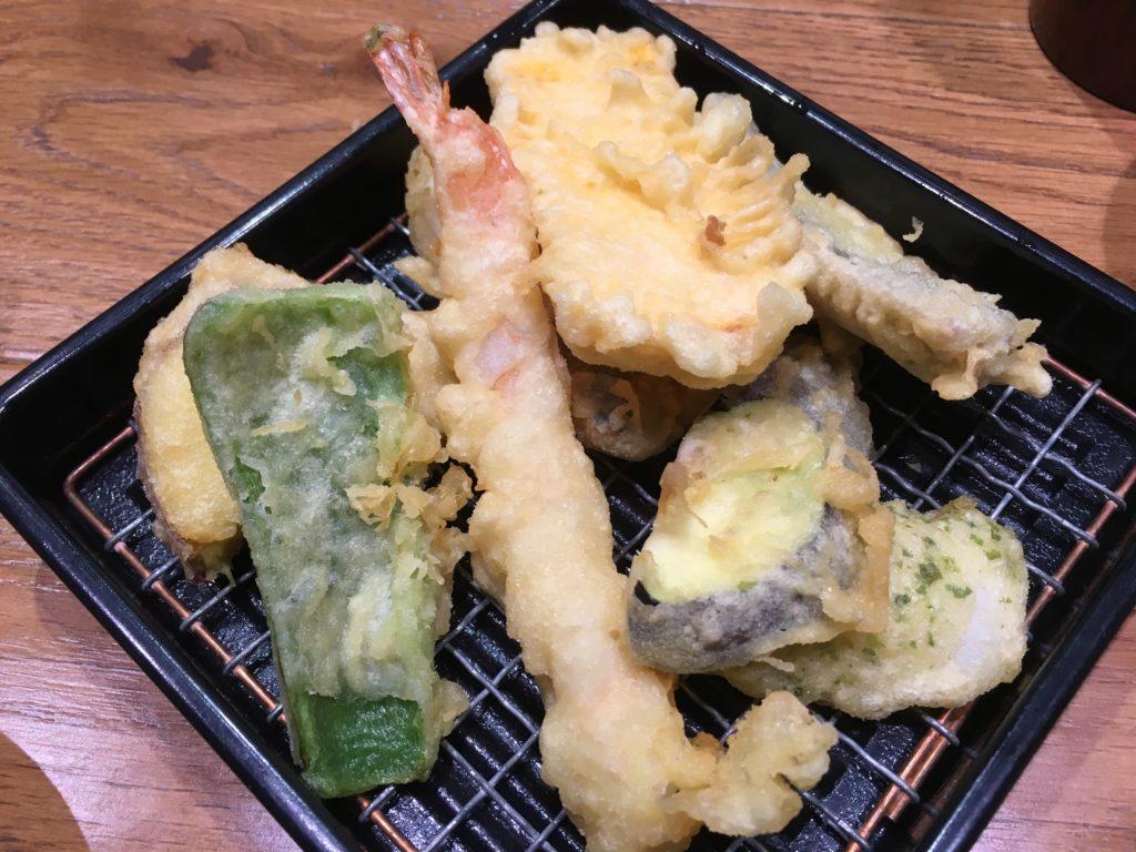 揚げたて天ぷらの盛り合わせ