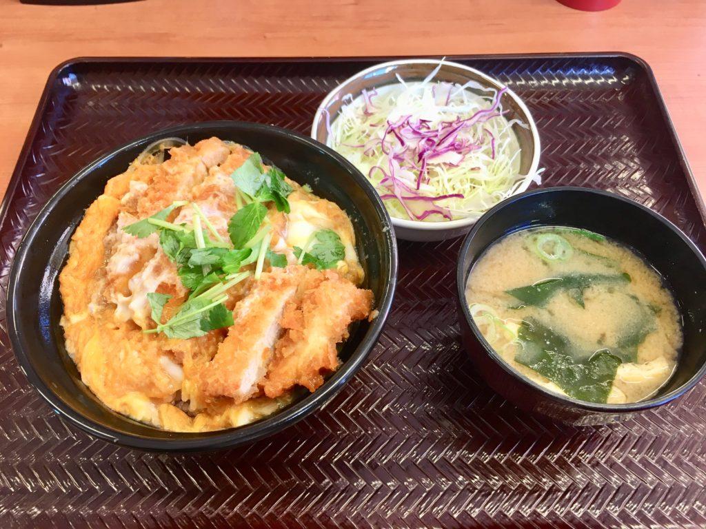 カツ丼とサラダセット