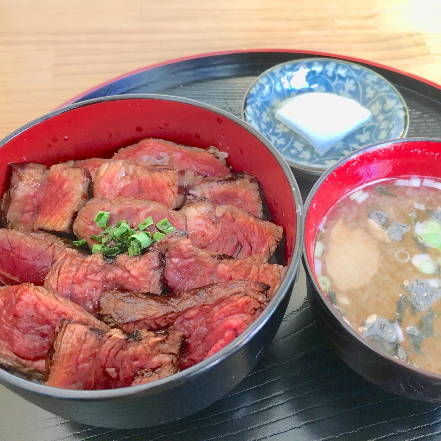 【上尾ごはん】赤城牛ステーキ丼とプチカレーを食べてみたレビュー