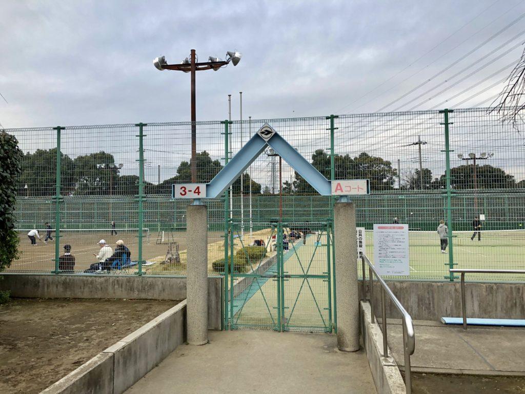 テニスコート入り口