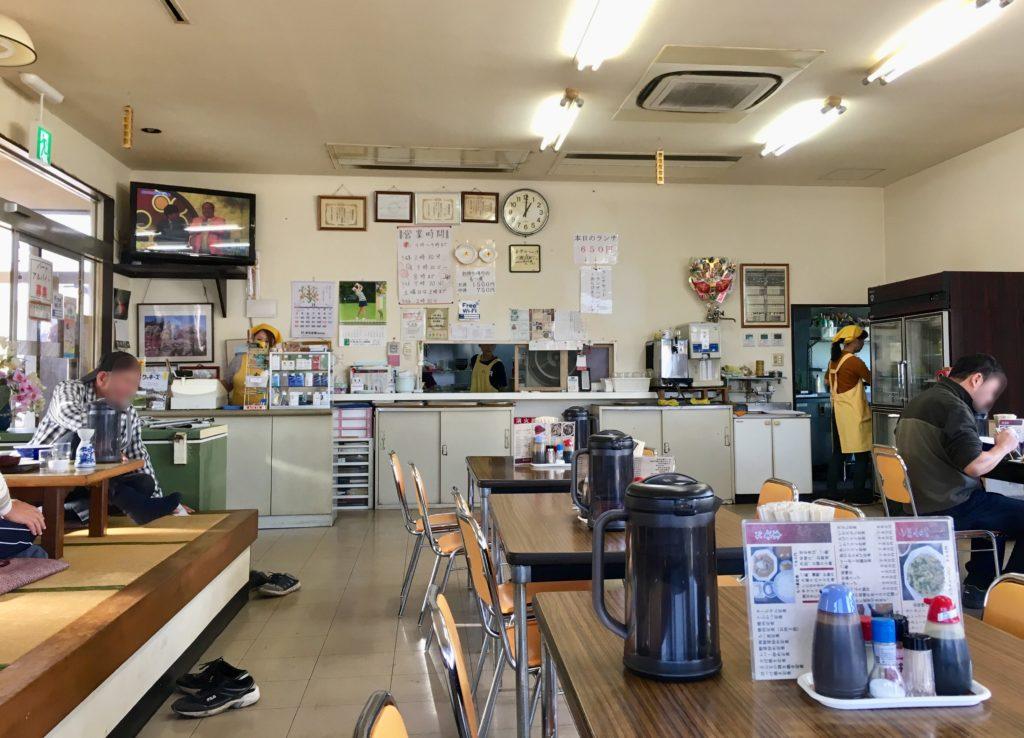 食堂 カーちゃんの店内の様子
