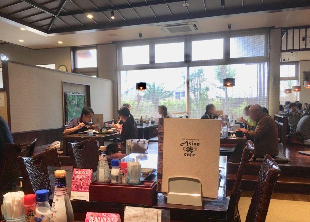 アジアンカフェの店内の様子