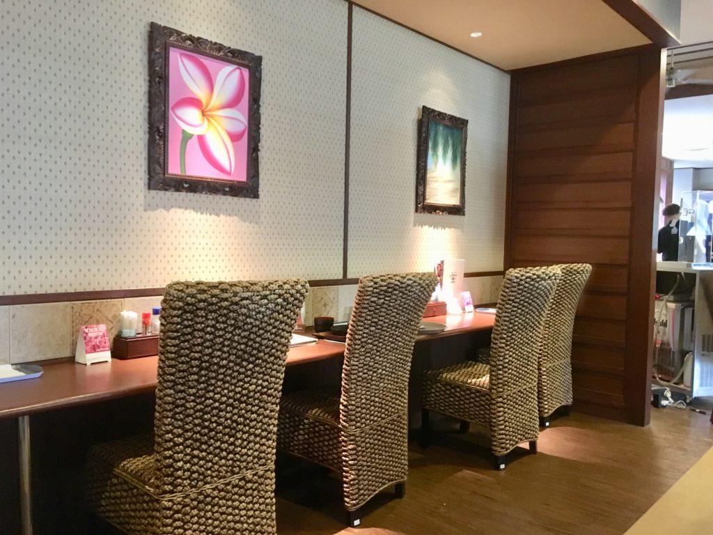 アジアンカフェのカウンター席