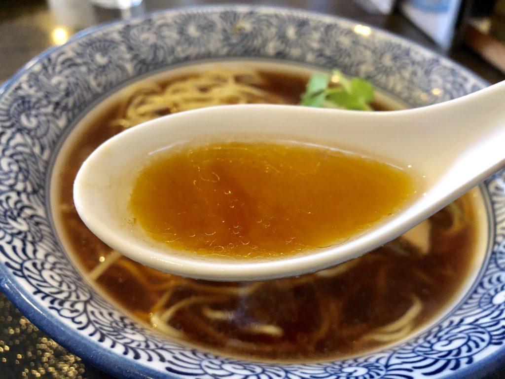 醤油中華そばのスープ拡大写真