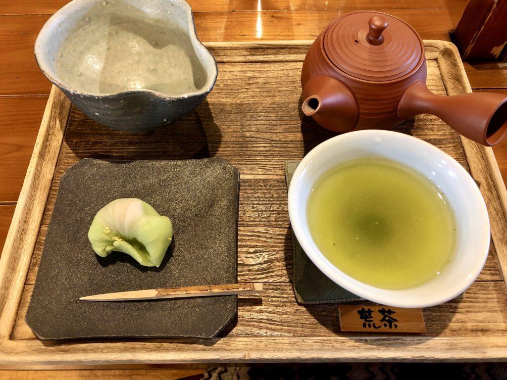 楽風の和菓子とお茶のセット