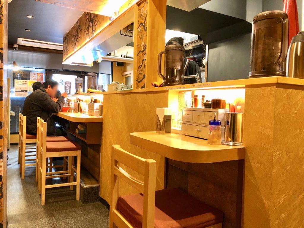 葵の店内カウンター席