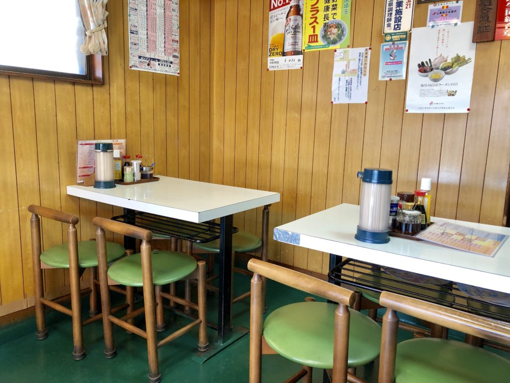 チャイナの店内のテーブル席