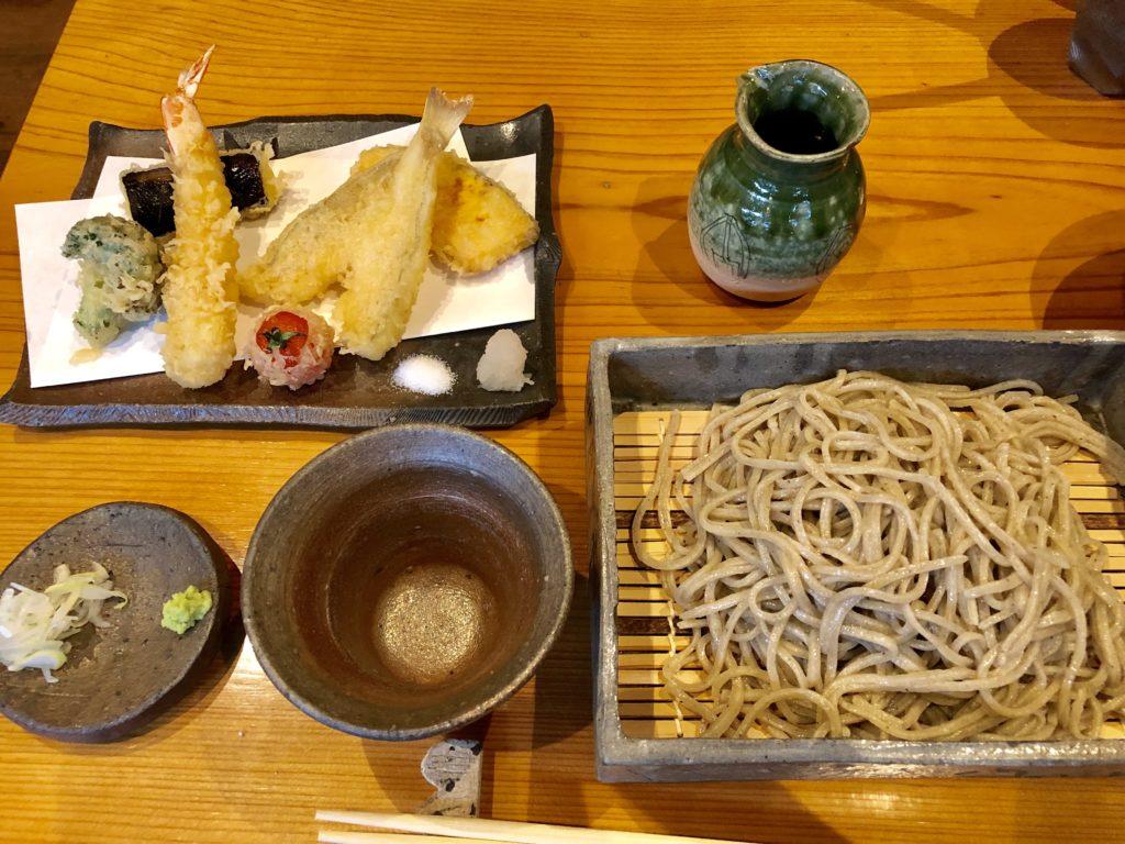 天ぷらせいろの天ぷらとせいろ