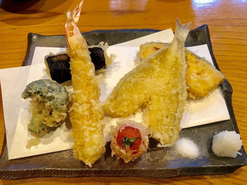 天ぷら盛り合わせのアップ写真