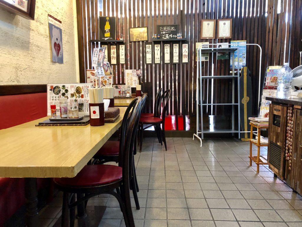 ブンブン餃子の店内の様子