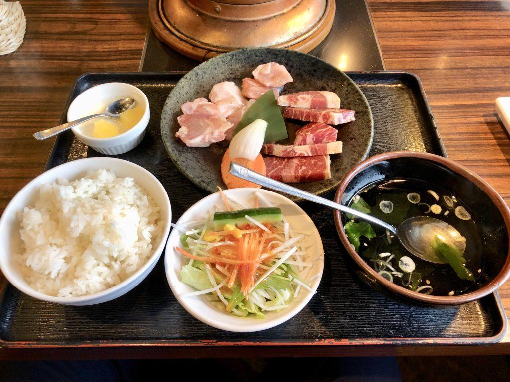 安楽亭のヘルシーランチ(肉・ご飯・サラダ・スープ・デザート)
