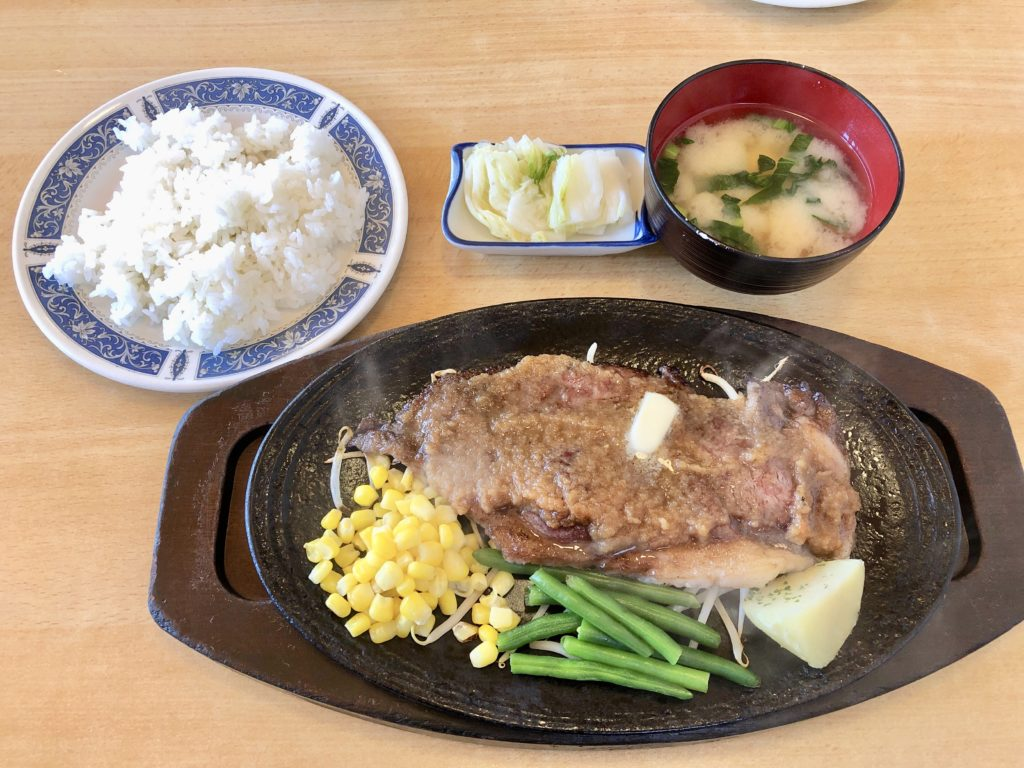 三喜屋のファミリーステーキ定食