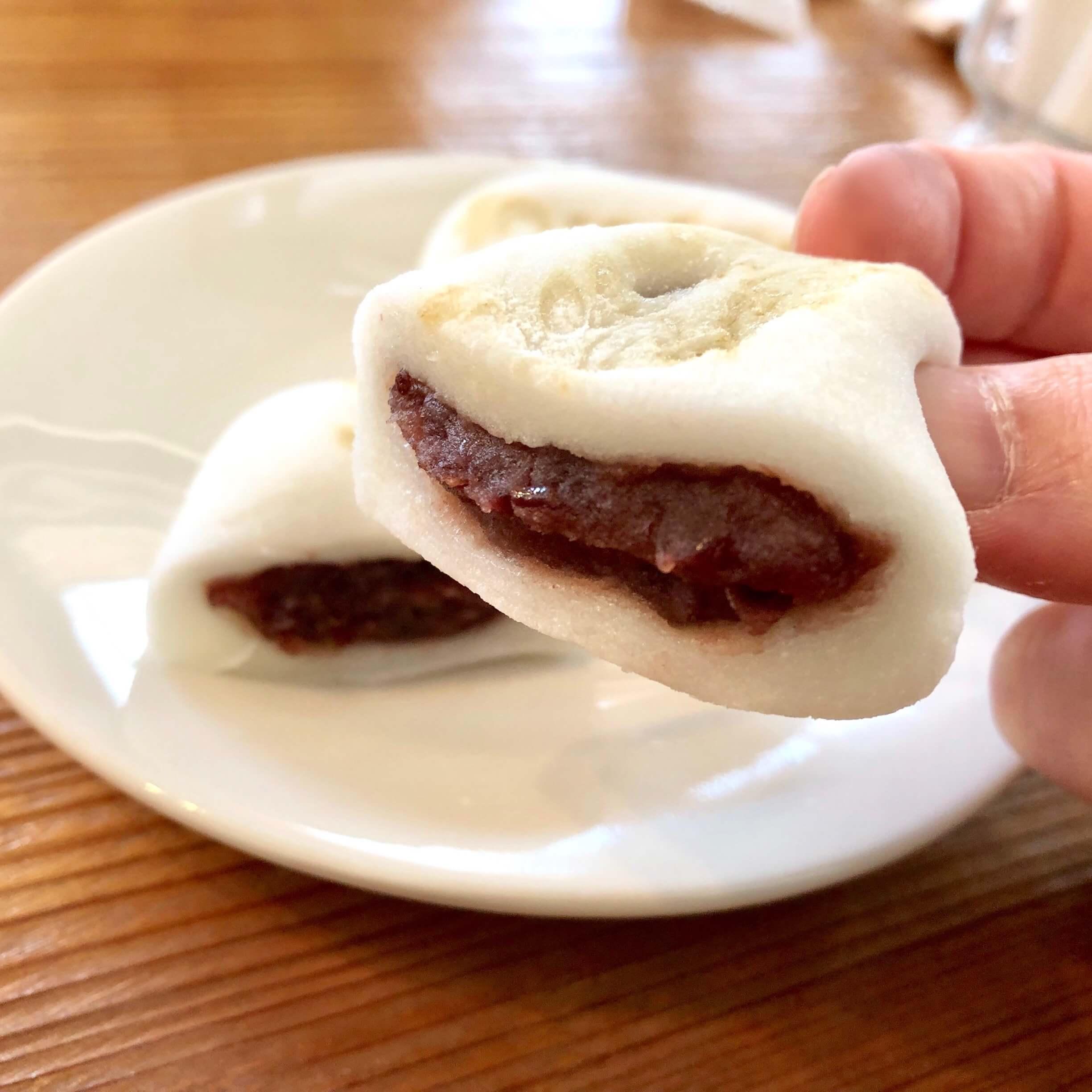 水戸屋本店 ミトヤホンテン|裏のカフェならちちぶ餅のイートインOK!焼きたてケーキも食べられる!