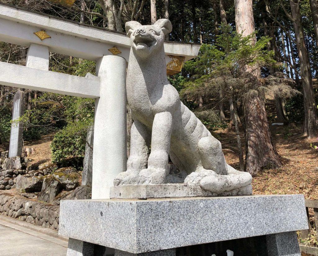 三峯神社の狛狼