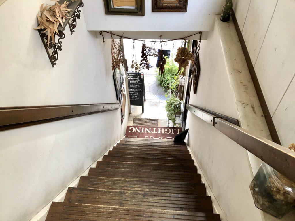ライトニングカフェの階段