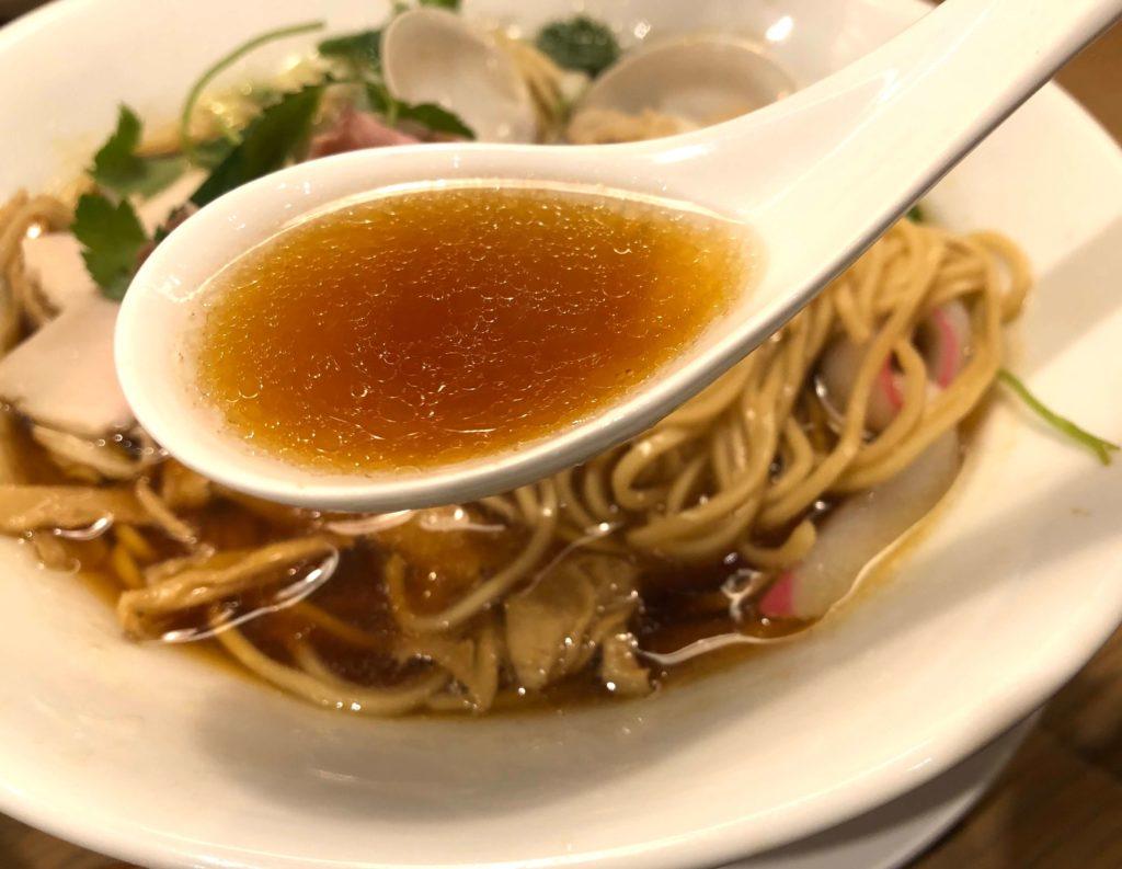 蛤・鶏・煮干しのトリプルSOBAのスープ
