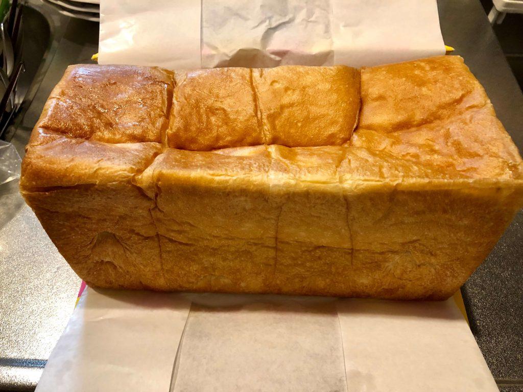 モノが違うの食パン