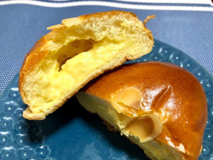 カスカードの自家製クリームパン