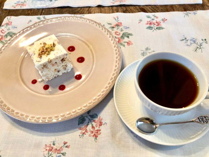 ヌガーグラッセとコーヒー