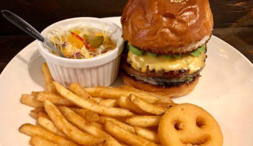 ビーチストーリー|大宮駅東口の路地裏ハンバーガー店で2種類のメニューを食べ比べ